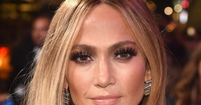J.Lo Glowed In Makeup-Free Selfie After Bagging Hustlers Award